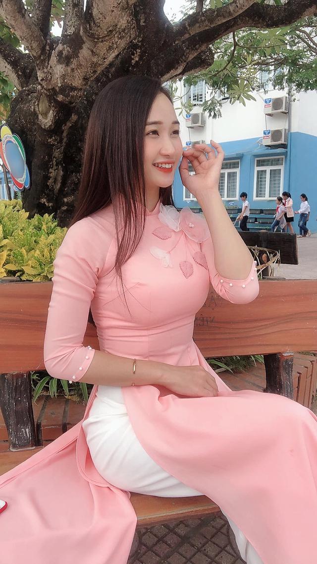 Khoe số đo ba vòng 94-64-96 quyến rũ, cô giáo hot girl Việt khiến cộng đồng mạng đổ xô đi tìm info - Ảnh 2.