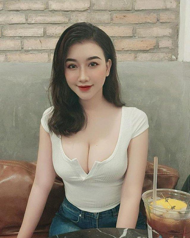 Thả rông vòng một đi thưởng hoa, nàng hot girl Việt bất ngờ được lên báo nước ngoài, dân mạng đổ xô tìm info - Ảnh 5.
