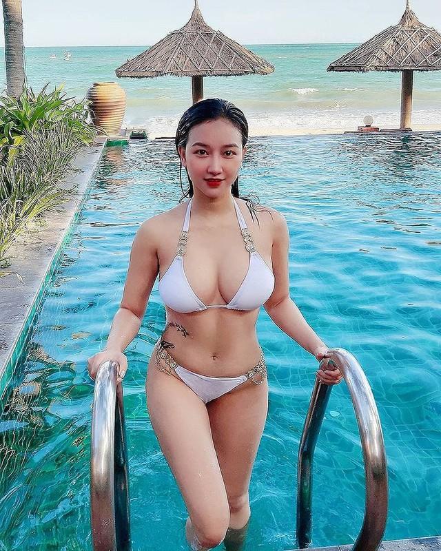 Thả rông vòng một đi thưởng hoa, nàng hot girl Việt bất ngờ được lên báo nước ngoài, dân mạng đổ xô tìm info - Ảnh 8.