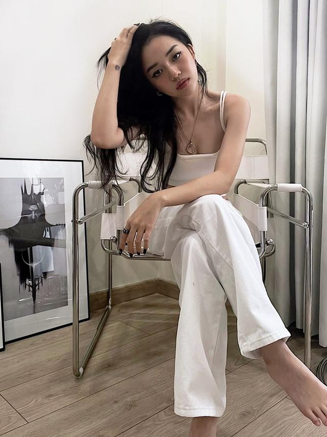 Khoe trợ lý mới, Linh Ngọc Đàm tiết lộ lý do không muốn tuyển nữ - Ảnh 1.