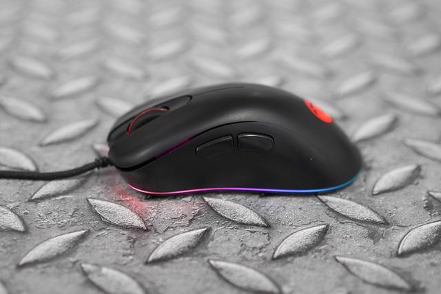 E-DRA EM660 Lite Black: Chuột gaming siêu rẻ, form cầm ôm tay, hiệu năng tốt bất ngờ - Ảnh 1.