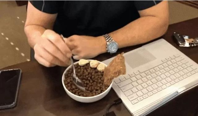 Làm thử thách chỉ xơi đồ ăn của chó trong suốt một tháng, người đàn ông khoe chiến tích khiến CĐM kinh ngạc - Ảnh 3.