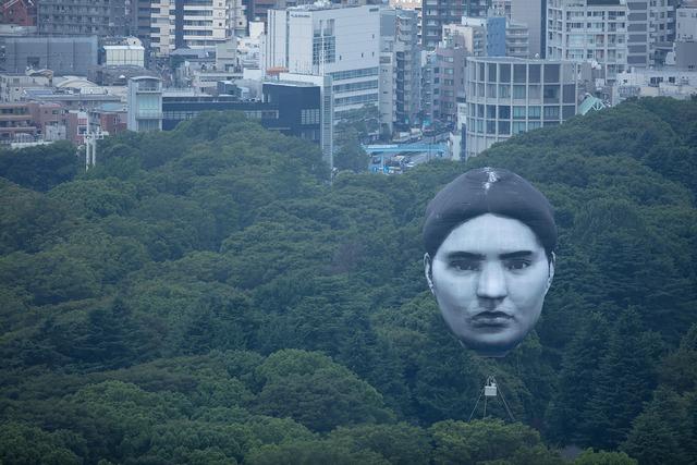 Khinh khí cầu đầu người lơ lửng trên bầu trời Tokyo - Nhật Bản khiến dân tình xôn xao - Ảnh 7.