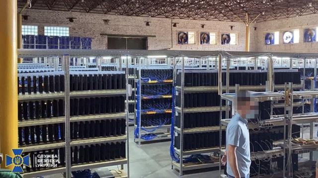 Trang trại 3.800 máy PS4 Slim hoá ra không phải để đào coin, mà dùng để cày vật phẩm trong game FIFA 21 - Ảnh 1.