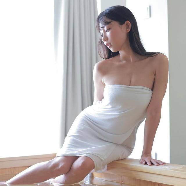 Livestream cảnh tắm bồn gợi cảm, nữ streamer gợi cảm gây sốc khi cởi toàn bộ, khéo léo tạo quần áo với bọt xà phòng - Ảnh 7.