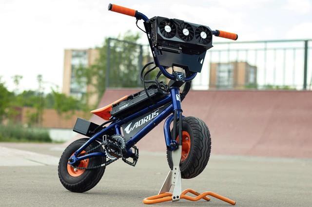 Modder biến xe đạp BMX thành PC Gaming cực khủng, có thể đạp đi chơi khắp nơi - Ảnh 1.