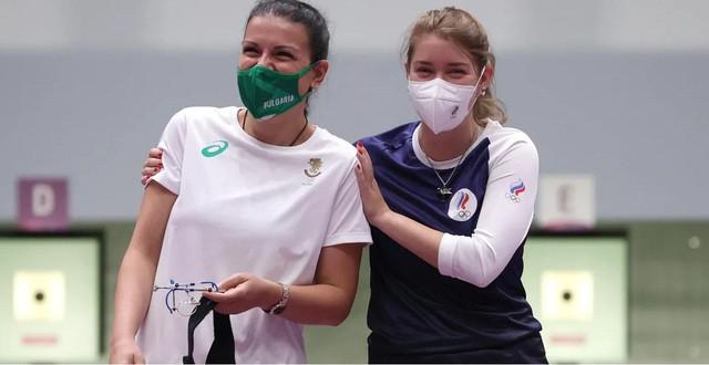 Nữ vận động viên khiến game thủ phát sốt khi đeo vòng The Witcher tại Olympic Tokyo - Ảnh 2.
