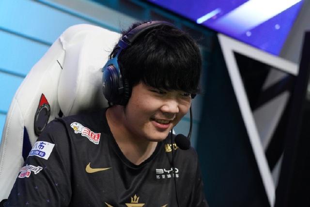 Victory Five thông báo xử phạt tuyển thủ quên mang Trừng Phạt trong trận đấu với Suning: Bay luôn 1 tháng lương - Ảnh 3.