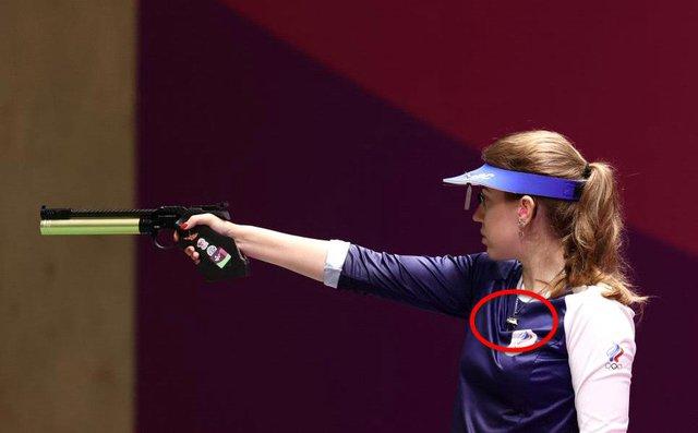 Nữ vận động viên khiến game thủ phát sốt khi đeo vòng The Witcher tại Olympic Tokyo - Ảnh 3.
