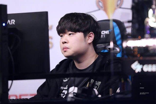 Truyền thông Hàn Quốc gây sốt khi nhận định LCK ngày càng... hiếm game thủ thông minh - Ảnh 3.
