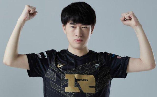 Đường giữa của RNG bị fan chỉ trích vì không tập luyện Irelia khiến Xiaohu phải lên tiếng phân trần - Ảnh 6.