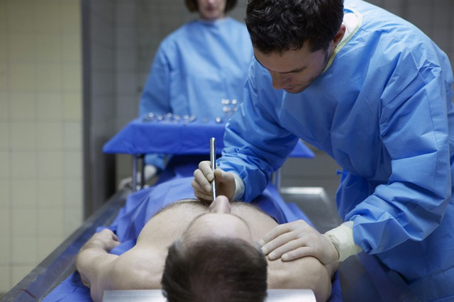 Tù nhân được 3 bác sĩ xác nhận tử vong, bất ngờ tỉnh dậy trong nhà xác rồi xin gặp vợ - Ảnh 3.