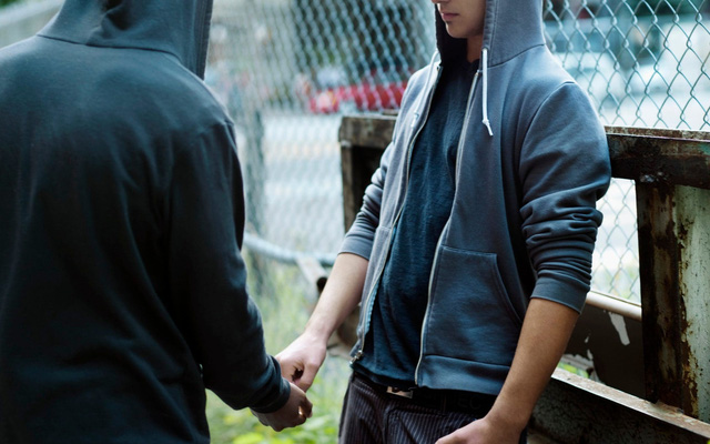 Giăng bẫy tội phạm bán chất cấm để quay video câu view, nhóm YouTuber khôn lỏi nhận cái kết đắng ngắt - Ảnh 2.