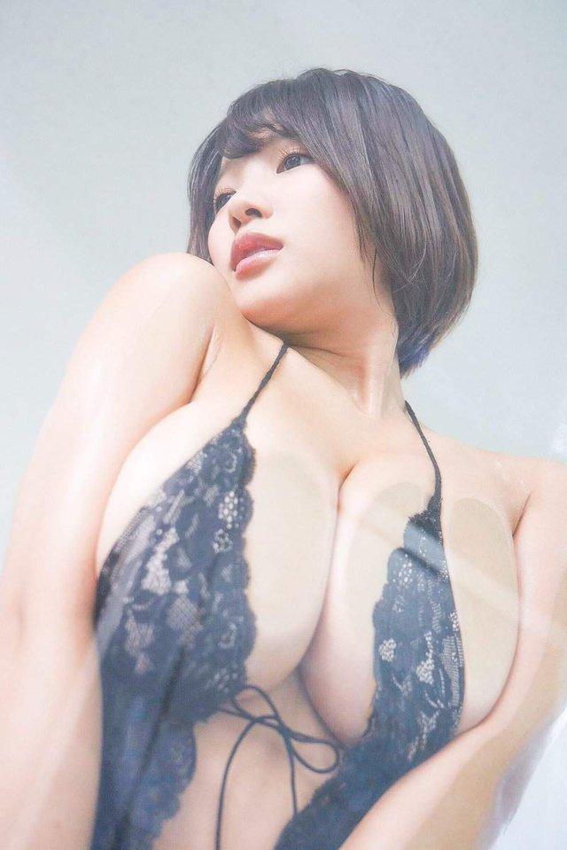 Phát động trào lưu Nhìn ngực 10 phút mỗi ngày nâng cao sức khỏe, hot girl gợi cảm tình nguyện cởi, làm gương cho CĐM - Ảnh 2.