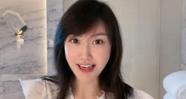 Cởi 99% đầy phản cảm để quảng cáo, nữ streamer vừa nhận mưa gạch đá từ CĐM lại còn bị cấm kênh - Ảnh 5.