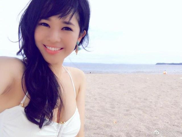 Thánh nữ phim 18 Sora Aoi bất ngờ tái xuất, livestream giữa đêm muộn, kể lại quy tắc của ngành ngầm thời mới debut - Ảnh 2.