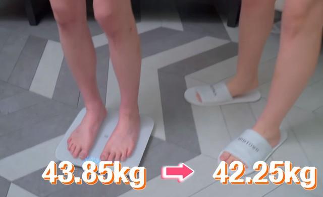 Chứng minh luyện cơ trên giường là cách giảm cân hiệu quả, nữ YouTuber khiến CĐM không khỏi phấn khích - Ảnh 5.