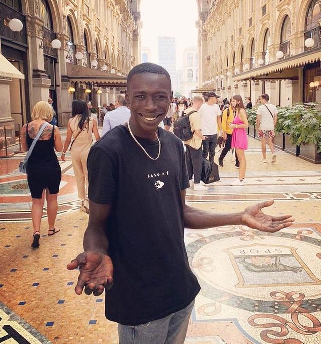 Khaby Lame: Hành trình từ một công nhân tại Ý trở thành Anh da đen triệu view TikTok toàn cầu - Ảnh 2.