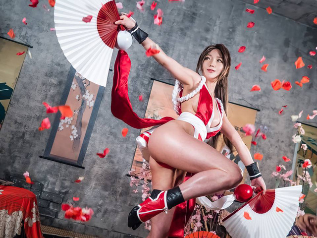 Mai Shiranui and cosplay scenes make male gamers excited - Photo 5.