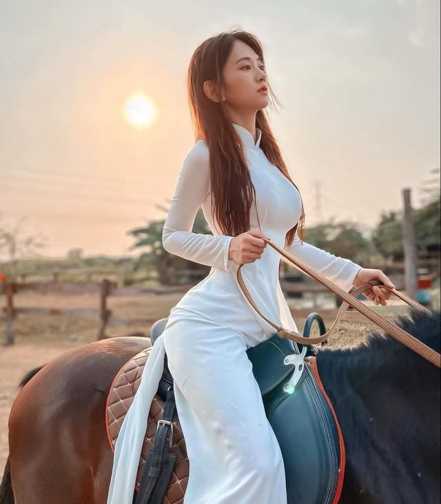 Ba ngày một drama, Lê Bống lại gây tranh cãi khi khoe body trong trang phục dân tộc - Ảnh 3.