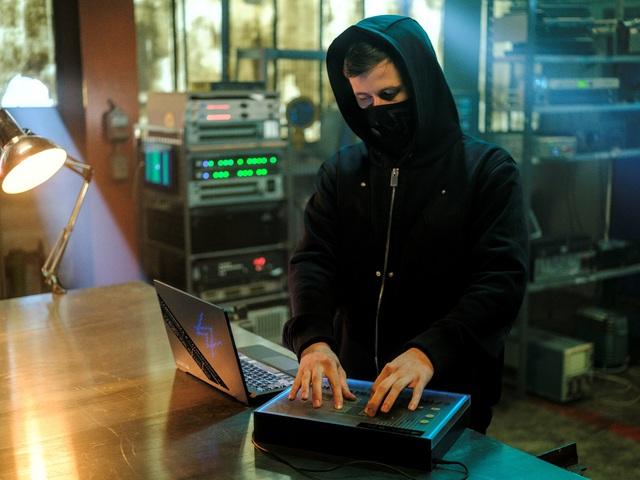 ROG ra mắt laptop phiên bản đặc biệt Zephyrus G14 Alan Walker Photo-1-1629351621988202406817