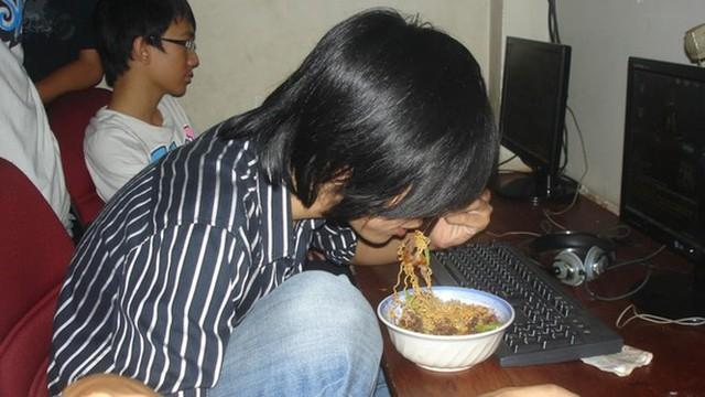 """So độ đạt chuẩn giữa khẩu phần ăn của tuyển thủ và """"combo ngồi net game thủ Việt? - Ảnh 7."""