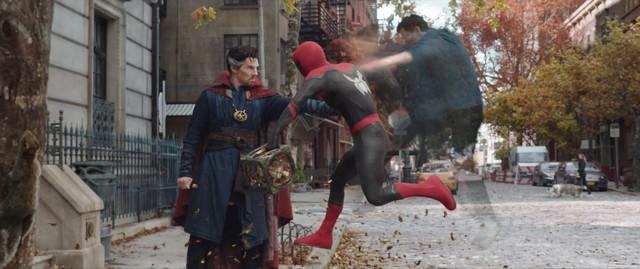 Spider-Man: No Way Home tung trailer mới, hội ác nhân đa vũ trụ tụ họp khiến Nhện nhọ khốn đốn - Ảnh 7.