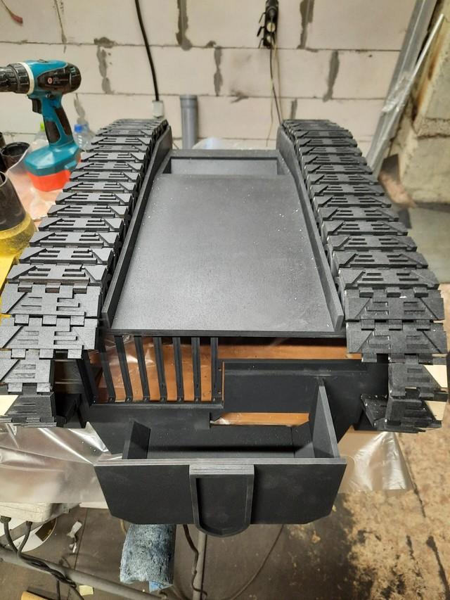 Modder người Nga độ PC thành chiếc xe tăng Stormblade trong Warhammer 40K nặng 20kg, động cơ chạy bằng CPU i9 và RTX 2060