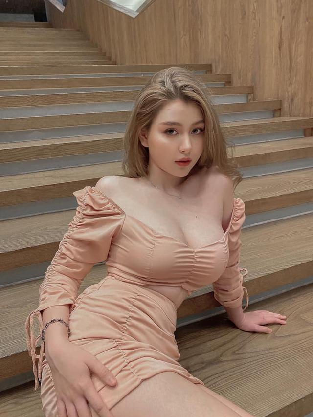Khoe ảnh 18+ quá sexy, bạn gái mai mối của ViruSs bị nghi ngờ nâng cấp vòng 3 - Ảnh 1.