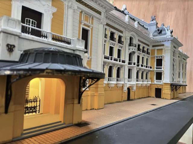 Bất ngờ mô hình Nhà Hát Lớn Hà Nội được làm bằng tay, giống đến từng chi tiết từ fan của game bắn súng - Ảnh 8.