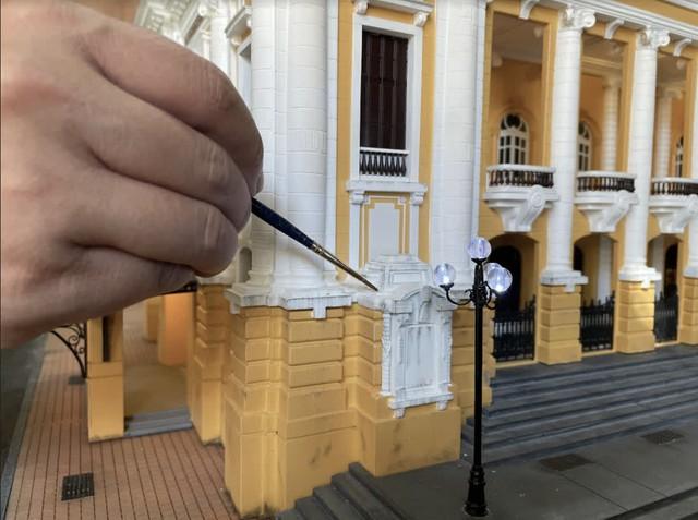 Bất ngờ mô hình Nhà Hát Lớn Hà Nội được làm bằng tay, giống đến từng chi tiết từ fan của game bắn súng - Ảnh 9.