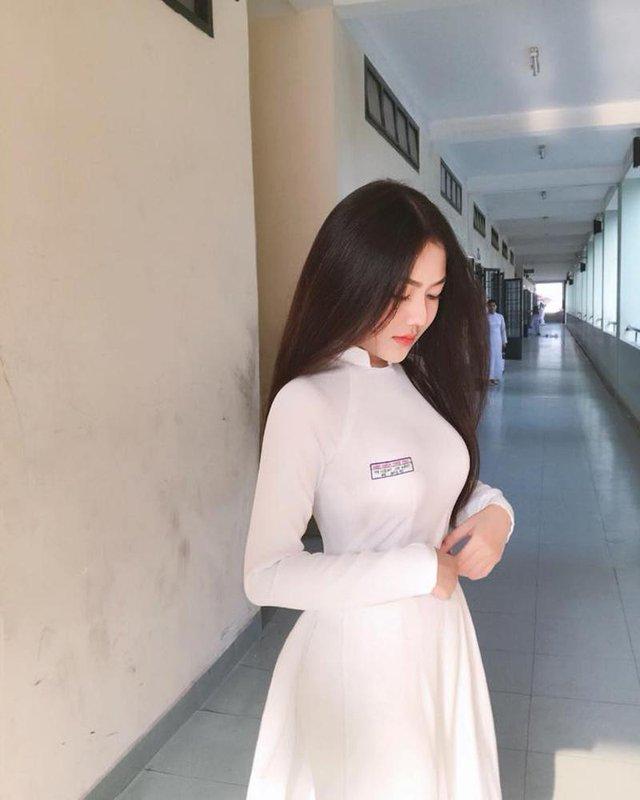 Triệu Vy gây bão MXH với những bức hình diện áo dài trắng Photo-1-16300615061021308606080