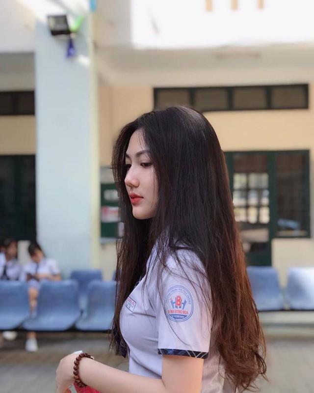 Triệu Vy gây bão MXH với những bức hình diện áo dài trắng Photo-1-1630061541049227453012