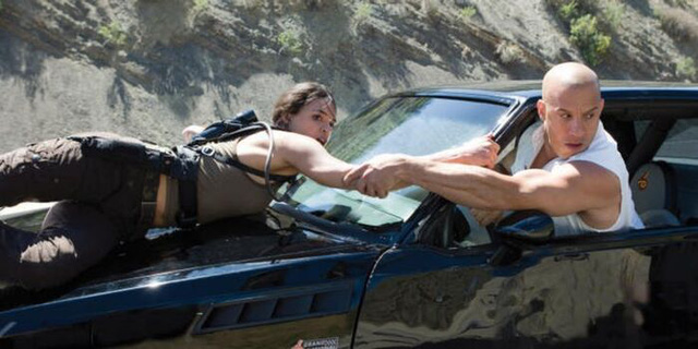 Xếp hạng các bộ phim thuộc Fast and Furious saga, vẫn chưa cái tên nào vượt qua được phần 7 huyền thoại - Ảnh 4.