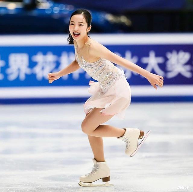 Thánh nữ trượt băng Nhật Bản cosplay Điệp Trụ trong Kimetsu no Yaiba - Ảnh 2.