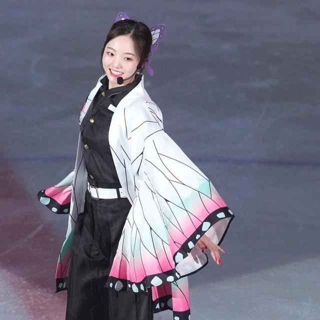 Thánh nữ trượt băng Nhật Bản cosplay Điệp Trụ trong Kimetsu no Yaiba - Ảnh 3.
