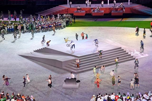 Olympic Tokyo gây bất ngờ phát nhạc Kimetsu no Yaiba trong lễ bế mạc - Ảnh 1.