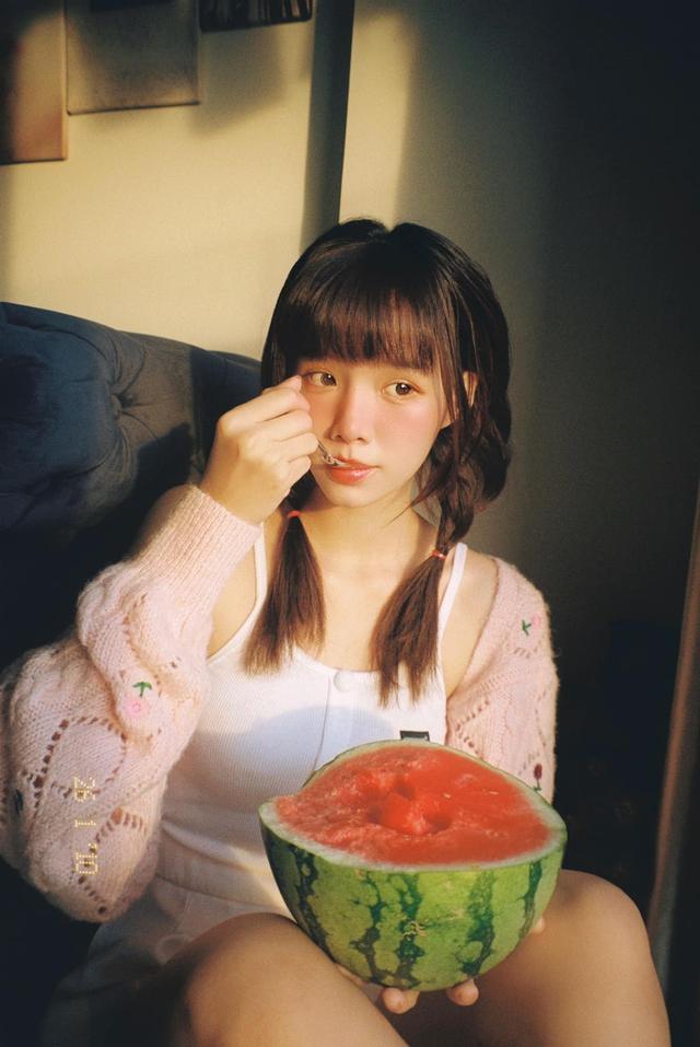 Hút cả triệu view sau màn lột xác từ vịt bầu thành hot girl, cô gái Việt khiến CĐM xôn xao, tìm kiếm info ráo riết - Ảnh 6.