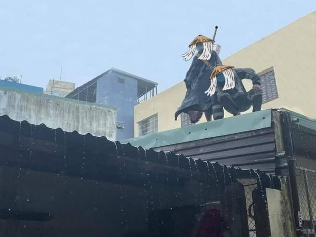 Các fan Naruto thích thú với hình ảnh Itachi và Kisame về thăm làng phiên bản người thật việc thật - Ảnh 2.