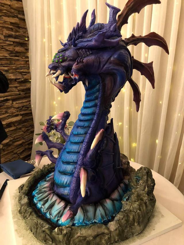 Quá đam mê LMHT, một nữ game thủ quyết định dùng bánh Baron phiên bản nặng hơn 45kg làm bánh cưới - Ảnh 2.
