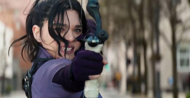 Marvel Studio tung trailer series Hawkeye, giới thiệu nữ cung thủ cực xinh kế nhiệm Clint Barton - Ảnh 3.