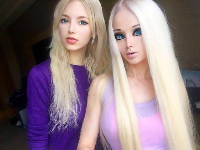 """""""Barbie đời thực nước Nga"""" từng gây tranh cãi bàn tán vì trông giống búp bê đến khó tin và mặt mộc khác lạ khi không make-up - Ảnh 2."""