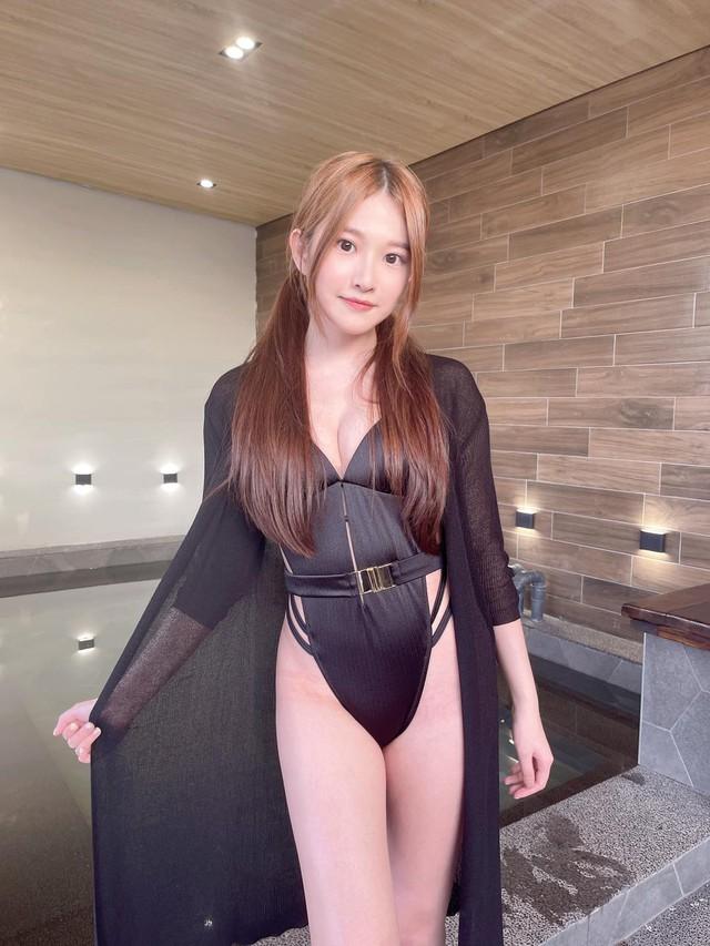 Arie đăng bộ ảnh mặc bikini cực kỳ hot lên mạng xã hội Photo-1-16316834449721078952205