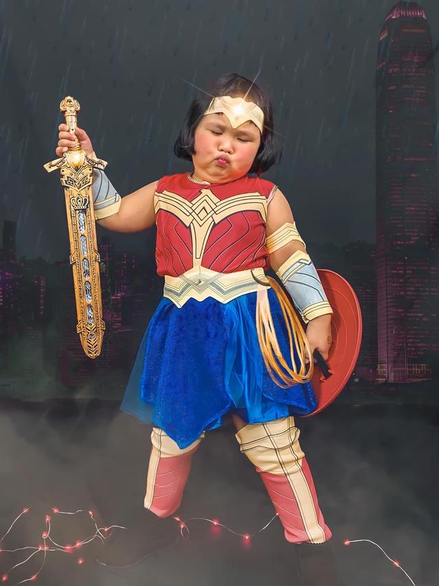 Bé gái Việt gây bão với loạt biểu cảm khó đỡ trong bộ ảnh hóa thân thành Wonder Woman - Ảnh 8.