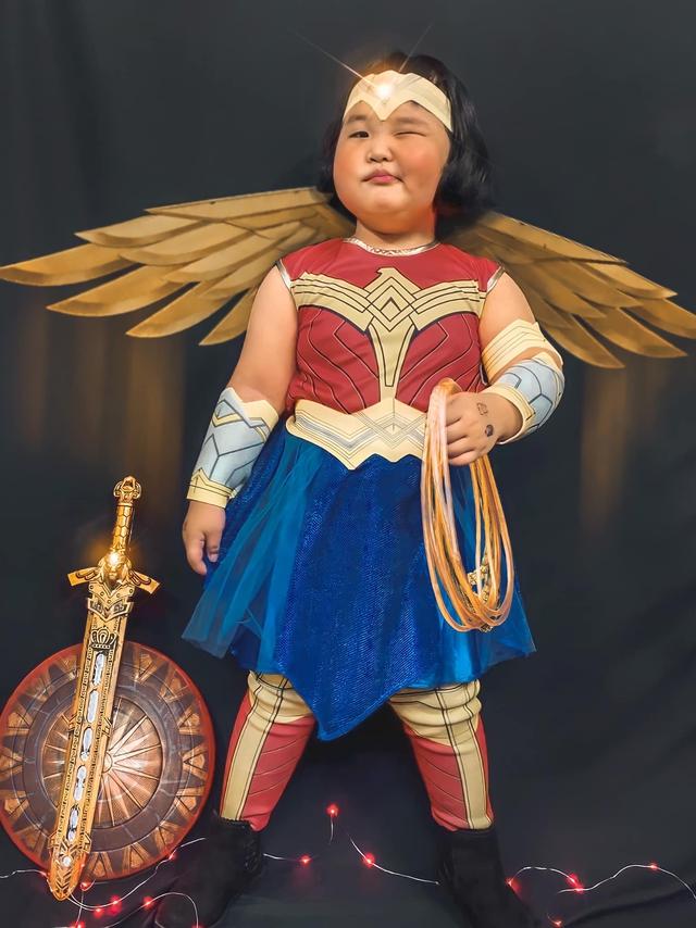 Bé gái Việt gây bão với loạt biểu cảm khó đỡ trong bộ ảnh hóa thân thành Wonder Woman - Ảnh 12.