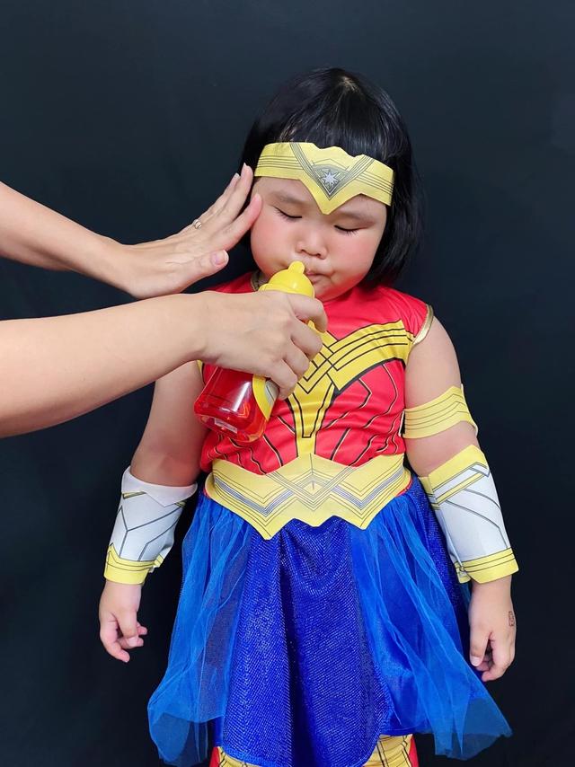 Bé gái Việt gây bão với loạt biểu cảm khó đỡ trong bộ ảnh hóa thân thành Wonder Woman - Ảnh 13.