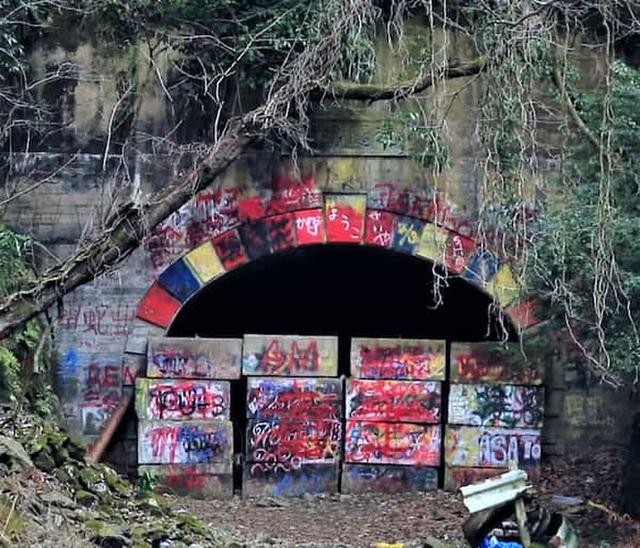 Tìm sự thật về đường hầm ma ám Inunaki và ngôi làng kinh dị nhất Nhật Bản: Vụ án mạng kinh hoàng và hàng tá chuyện rùng rợn - Ảnh 7.