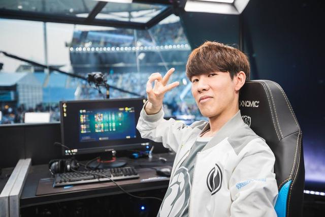 Đối đầu TheShy trong rank, Xiaohu lên tiếng chê bai tuyển thủ IG mù quáng khi chọn Fiora và cái kết ngập hành - Ảnh 2.