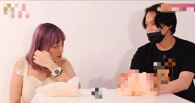 Làm video hướng dẫn dùng đồ chơi người lớn quá hay, nữ YouTuber được yêu cầu thêm phụ đề để fan học tập - Ảnh 3.