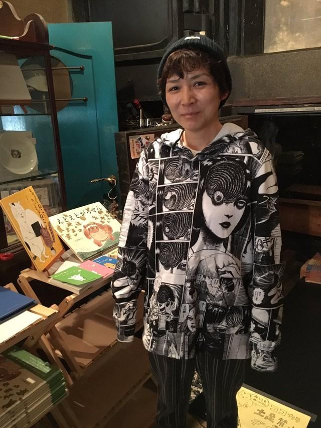 Netizen bất ngờ trước thân thế người vợ của ông hoàng manga kinh dị Itou Junji - Ảnh 1.